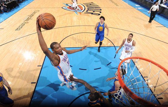 Thunders humillaron a los Warriors 133-105 para colocarse arriba en la serie.