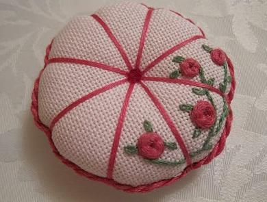 """Rosa bordada - Ponto """"teia de aranha"""""""