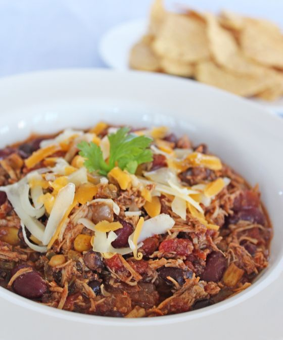 Super Healthy Crockpot Chicken Chili.  Low calorie, low fat, plenty of protein and fiber to keep you full: