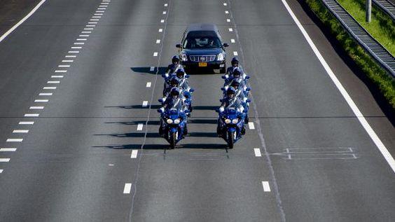 Rouwauto aangekomen in Hilversum