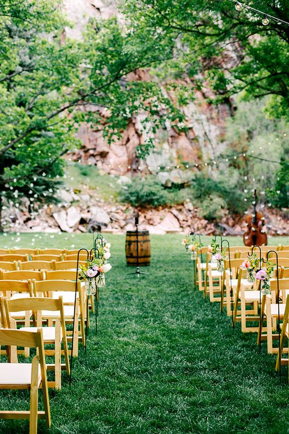 Wedding Ceremony at Riverbend in Lyons Colorado. Flowers from Lyons Farmette. Photo by Autumn Cutaia #ceremony #wedding #aisle
