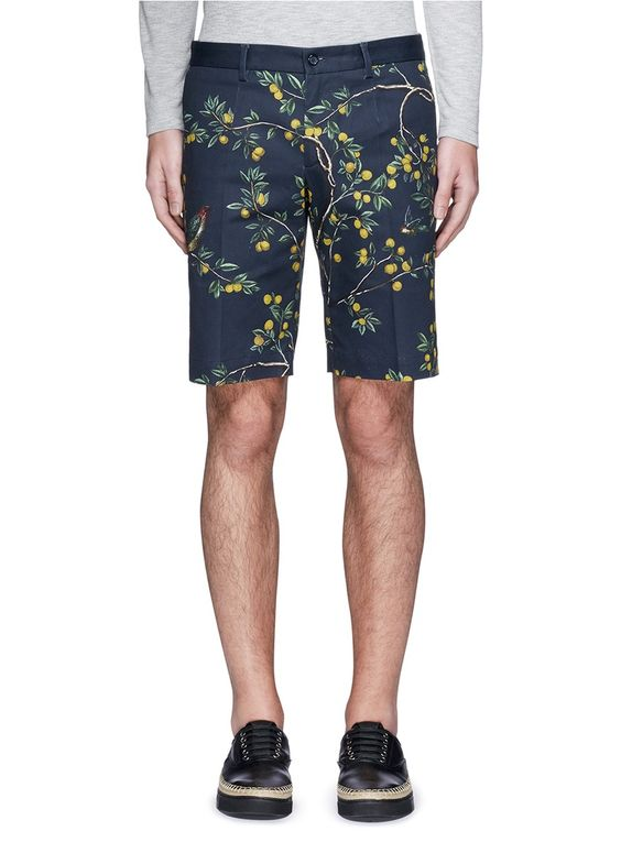 DOLCE & GABBANA Lemon Tree Print Cavalry Twill Shorts. #dolcegabbana #cloth #shorts