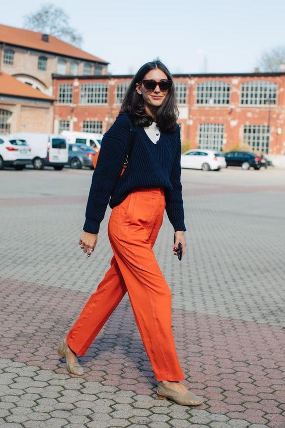 Street style à la Fashion Week automne-hiver 2017-2018 de Milan pantalon orange
