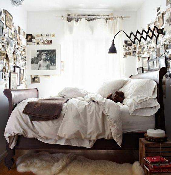 kleines schlafzimmer einrichten fellteppich bilder luftige weiße gardinen