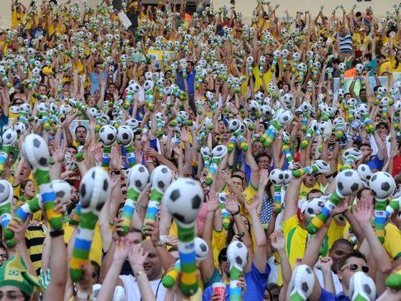 Decidimos chegar ao Brasil pensando em todos esses celulares que podem ser perdidos na Copa do Mundo de 2014. Nós viemos para proteger sua tecnologia, está pronto? #LifeProofBrasil