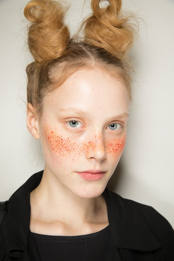 Freckle dust. Vivienne Westwood Red Label Spring 2015 Ready-to-Wear - interview: http://www.pinterest.com/pin/533958099544365576/