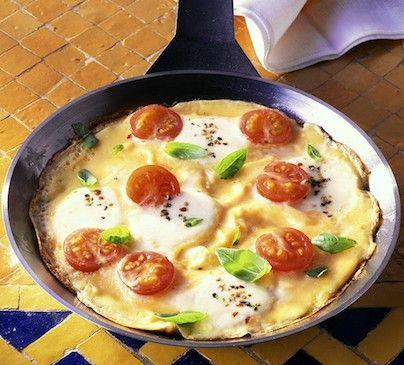 Omelette facile aux tomates et à la mozzarella