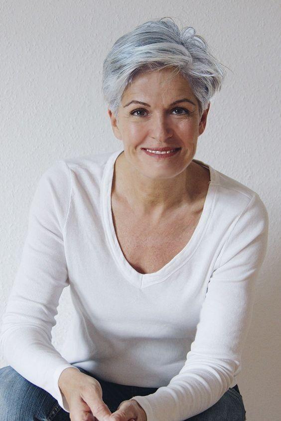 Inspirierende Kurze Frisuren Fur Frauen Uber 60 Short Grey Hair Short Hair Styles Asymmetrical Hairstyles