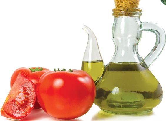 Mịn da với cà chua và dầu oliu