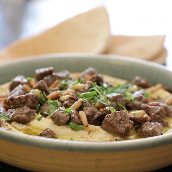 الحمص باللحم مثل المطاعم يعد طبق الحمص من ألذ أطباق المقبلات الشامية المحبب تواجده على سفرة رمضان تعلمي طريقة عمله في البيت بأسهل Food Meat Beef