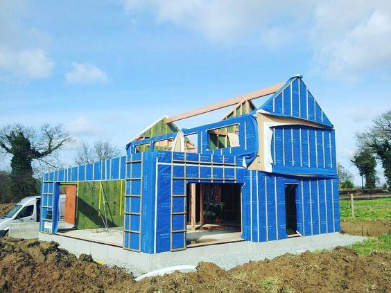 chantier #Maison #bois à Pleudihen, annexe en briques de terre cuite - constructeur maison hors d eau hors d air