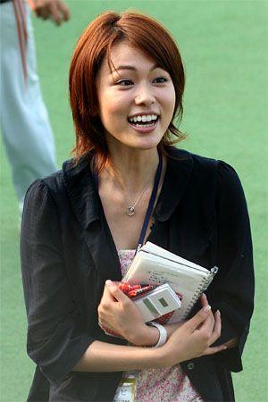 本田朋子スポーツの取材中若い画像