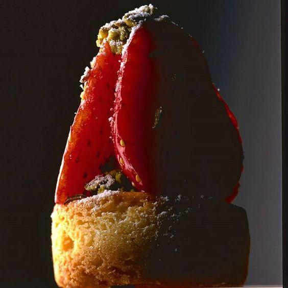 "Tartelette sablé breton, fraise, yusu et carvi. Tart "" breton shortbread"", strawberries,yusu and carvi #conticini #philippeconticini #pâtisserie #desserts #gateaux #cakes #pastry #sugar #vanilla #fleurdesel #vanille #biscuit #friable #sand #gourmandise #fraise #strawberrie #creme #cream #creamy #landscape #la #yumm"