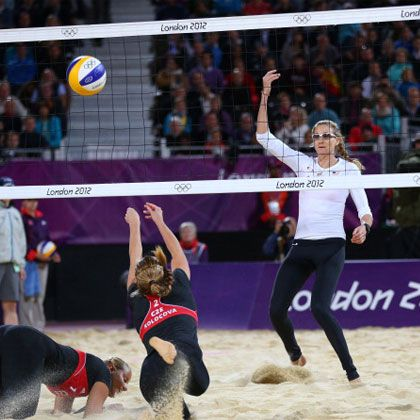 Olympic Beach Volleyball Star Kerri Walsh's Workout - more abs!