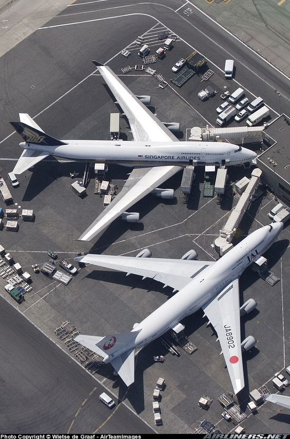 We need to talk! #Singapore airlines and #JAL Boeing 747-446 in LAX