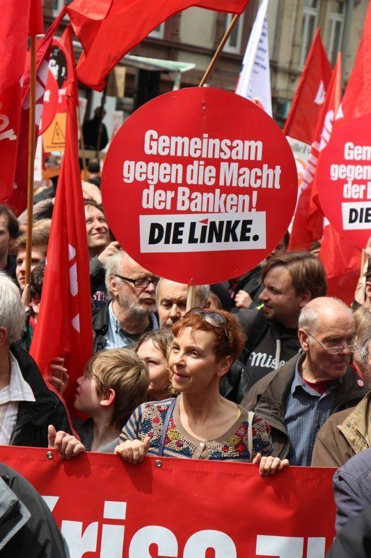 Auf der Blockupy Demonstration am 1. Juni 2013 - als sie noch nicht von der Polizei aufgehalten wurde.