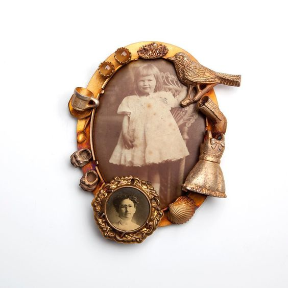 """""""Paganin weaves her thick net of information on a sort of genetic algorithm in which everyone can find their reflection. Each brooch, every necklace starts a story""""... Sylvia Valenti discussing the aesthetics of #BarbaraPaganin in a brilliant article on @artjewelryforum. Brooch Memoria Aperta n°9. - Photo credit: Alice Pavesi Fiori - #Parcoursbijoux2017"""