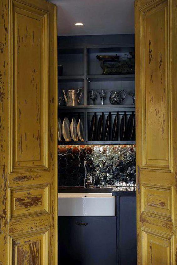 De una cocina negra para perder el sentido · A black kitchen to die for