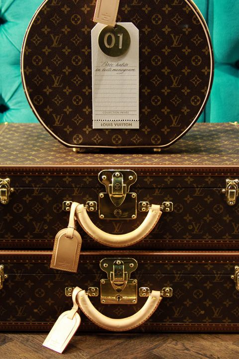 Louis Vuitton: Collector Windows 5th Ave New York