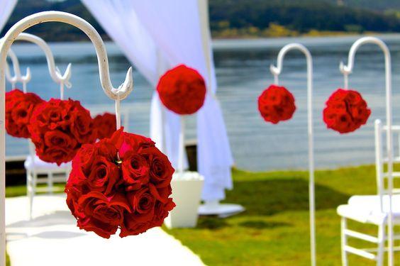 Bastones y topiarios de rosas rojas. www.fullbodas.com