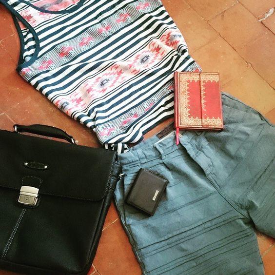 Je bosse ou j'me ballade ?  #azzaro #portefeuille #portecarte #portfolio #noir #black #leather #cuir #mode #fashion #mensfashion #man #men #modehomme #homme #zara #zaraman #short #blue #bleu #ethnicwear #etnic #ethnic #ethnicfashion #relief #hm #agenda #morrocan #maroc #oriental