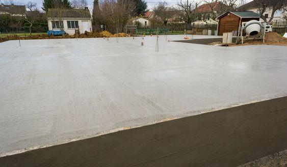 Prix une dalle béton : http://www.travauxbricolage.fr/travaux-exterieurs/terrasse-beton/prix-dalle-de-beton/