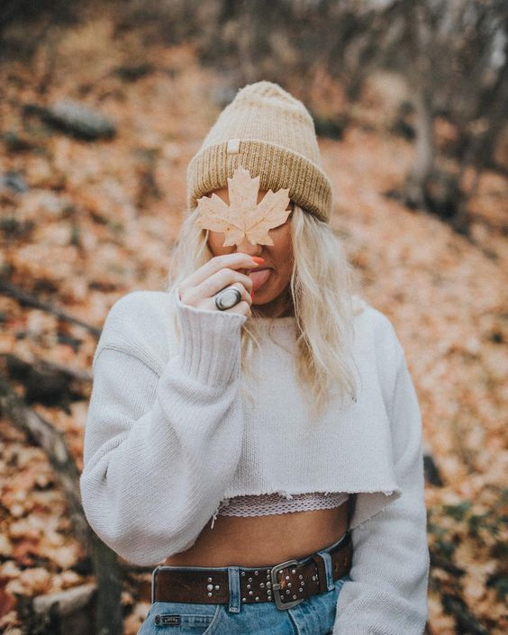 ♚ Bella Montreal ♚ Insta: bella.montreal || Pinterest & WeHeartIt: bella4549 || aesthetic, autumn, fall, sweatshirt, cropped, beanie, leaf, portrait, photoshoot, ideas, falling leaves