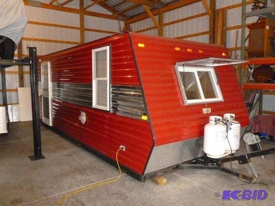 Auction minnesota and ice on pinterest for Ice fish house manufacturers