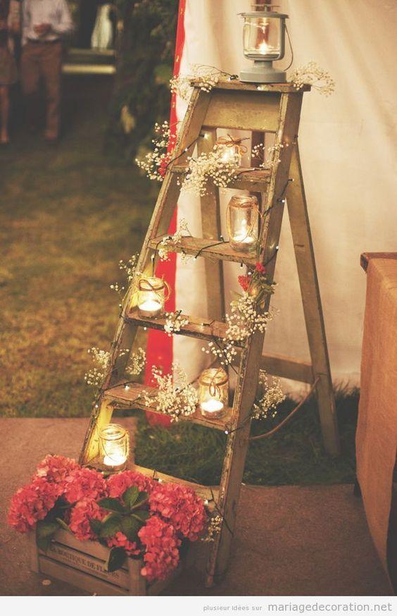 Echelle En Bois Pas Cher : Une ?chelle en bois decor?e avec des bougies et fleurs, d?co