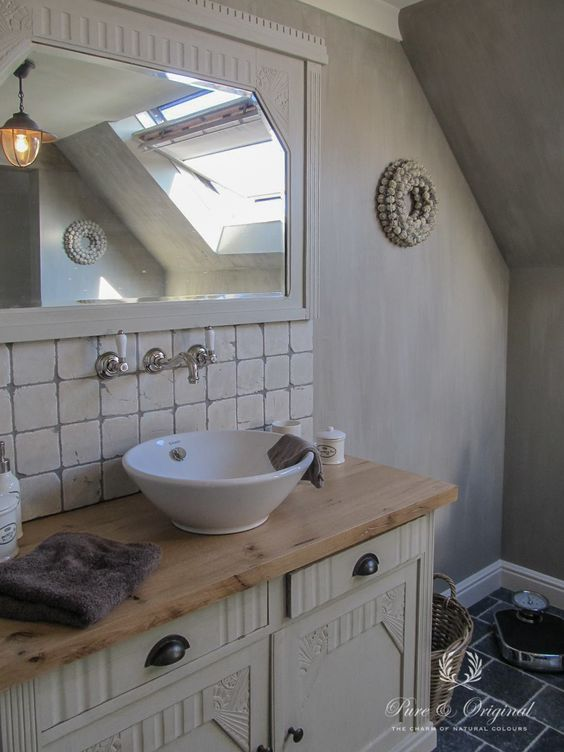 nice bathroom in lime paint kalkverf color river silt