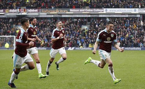 Burnley - Chelsea. Sẩy Chân: