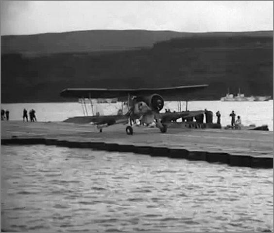 """""""Лилия"""" -  плавающая взлетно-посадочная полоса, Англия, сент. 1945.  Фото7"""