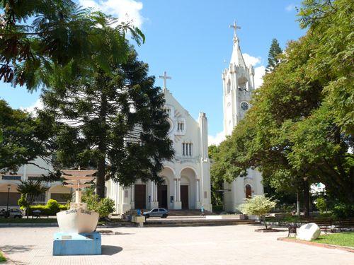 Faxinal do Soturno - Praça e Igreja Matriz, que é consagrada a São Roque. Aqui fiz minha Primeira Comunhão.
