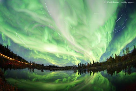 Aurora borealis in einer Langzeitaufnahme