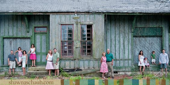 Great example of large family and clothing colors :)  Photography by @Shawna Hunt