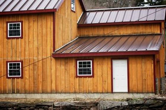 Board and batten siding trim in contrasting color that for Pictures of houses with board and batten siding