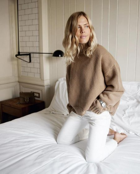 Camel oversized polo-neck sweater & white jeans on Jessie Bush | @styleminimalism
