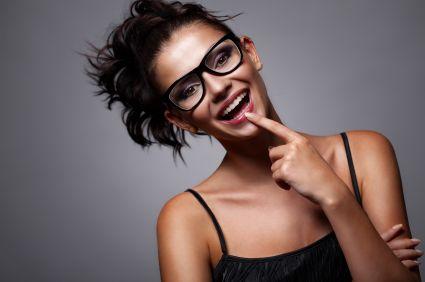 Von wegen Brillenschlange.  Mit diesen Make-Up-Tipps wird Deine #Brille zum besten Accessoire! #Beauty #Kosmetik
