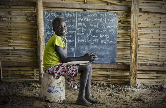 對於許多孩子,回到學校是BYOC(帶上你自己的主席)  聯合國兒童基金會美國