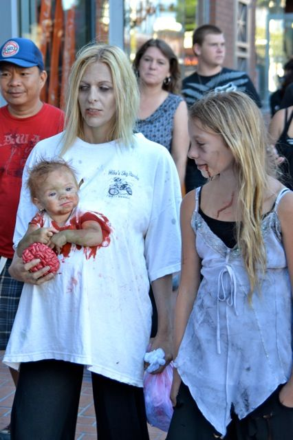 somebody with a kid PLEASE do this for halloween!: Halloween Idea, Halloween Costumes, Costume Ideas, Awesome Costume, Zombie Costumes, Baby Costume, Halloweencostume, Zombie Walk