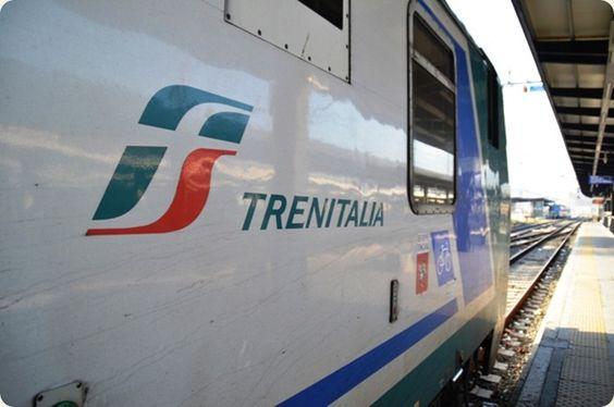 Il treno è uno dei mezzi di trasporto migliori per muoversi all'interno della Toscana.