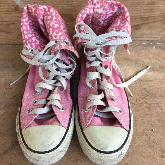 Pink converse , vintage shoes