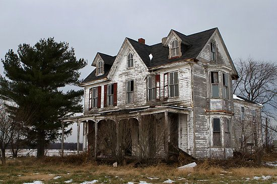 House abandoned homes and flight deals on pinterest - The beauty of an abandoned house the art behind the crisis ...