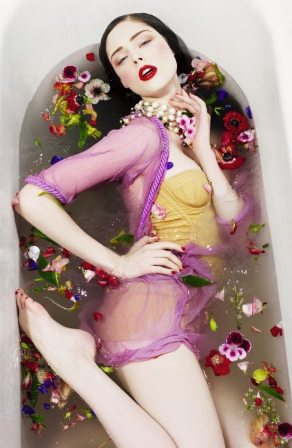 Always loved the bathtub and flowers ideas. Coco Rocha | photography by Sofia Sanchez and Mauro Mongiello