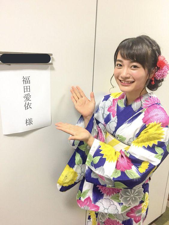 浴衣で楽屋前の福田愛依
