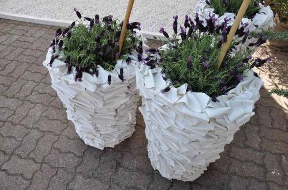 Old shower curtain = New plant pot!!! Awesome DIY project :)