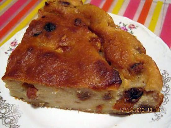 La meilleure recette de Gâteau de pain aux pommes( où pudding de pain)! L'essayer, c'est l'adopter! 5.0/5 (10 votes), 24 Commentaires. Ingrédients: une autre façon de recycler le pain 400 gr de pain rassis (le mien etait très rassi destiné  a la chapelure) ,3 oeufs,200 gr de sucre fin,1 litre de lait.1 c.à.c de canelle, 1 pomme,50 gr de raisin sec, pepites de chocolat ( facultatif)je n'en ai pas mis