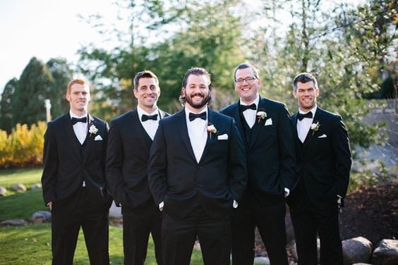 If you're watching the Green Bay Packers game, you might recognize a few friendly faces: http://www.stylemepretty.com/2015/01/16/nfl-player-amazing-race-contestant-tie-the-knot/ | Photography: Kristina Lorraine - http://kristinalorraine.com/