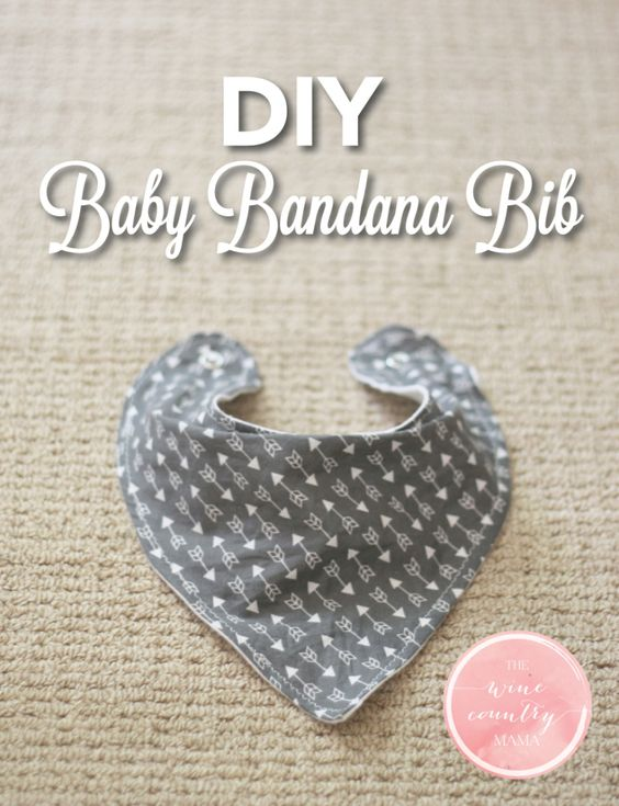 Use this free pattern and step-by-step guide to make an adorable baby bandana bib! | DIY Baby Bandana Bib | The Wine Country Mama | www.thewinecountrymama.com