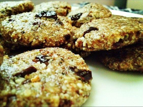Almond & hempseed cookies with cherries
